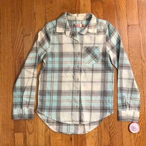 Button -down plaid collar shirt